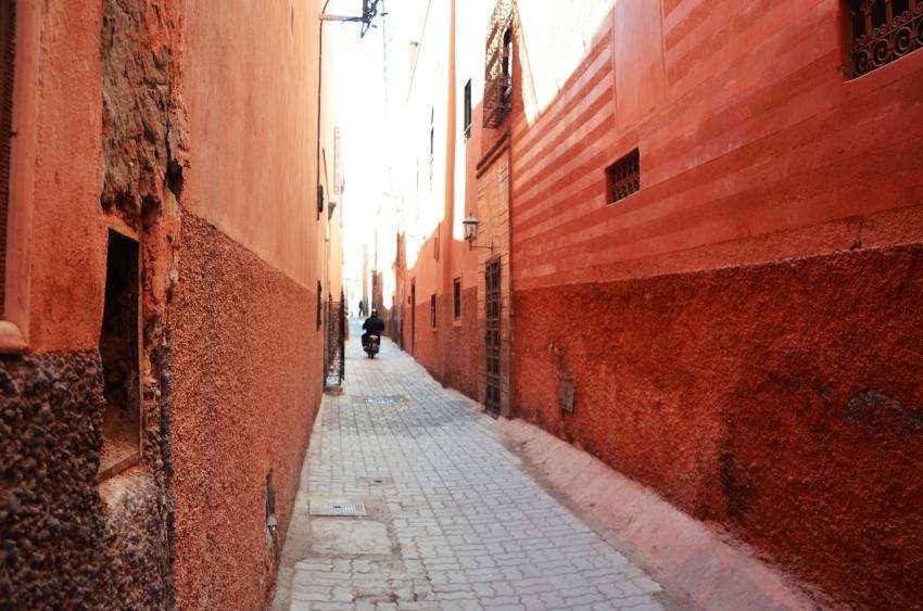 callejon-marrakech-la-ciudad-roja