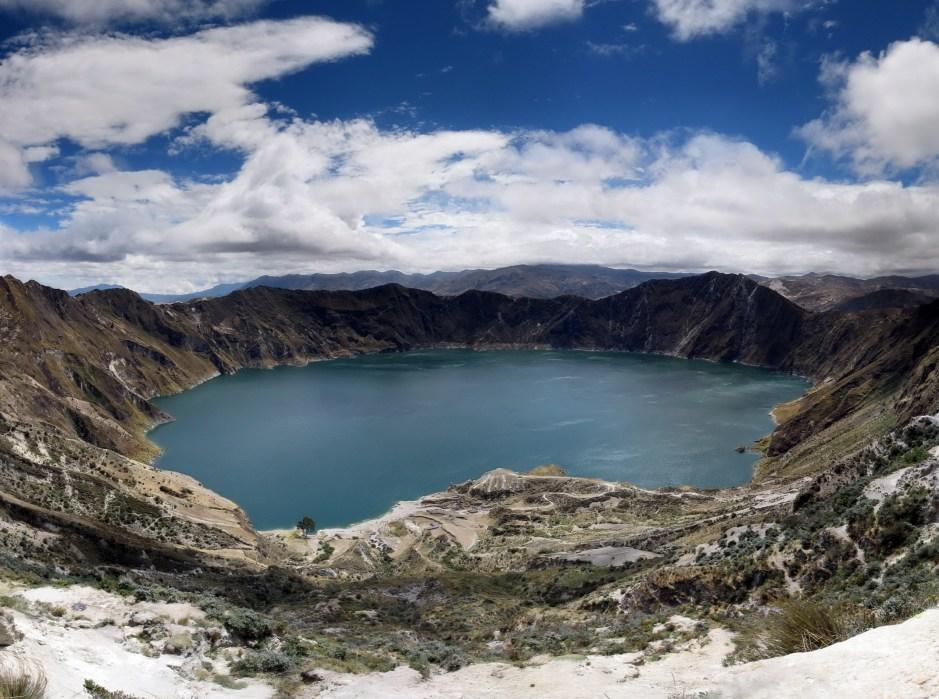 Panorama_quilotoa_crater_lake_ecuador