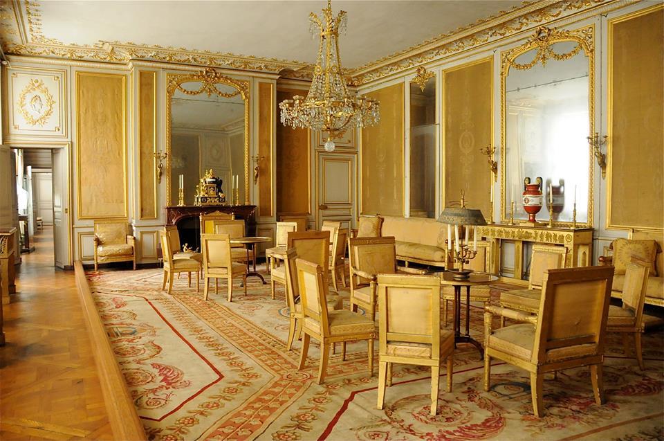 Tres palacios a una hora de par s 1000lugaresparair for Decoracion victoriana