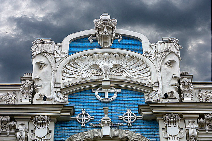 cloudy_day_in_riga_art_nouveau_architecture