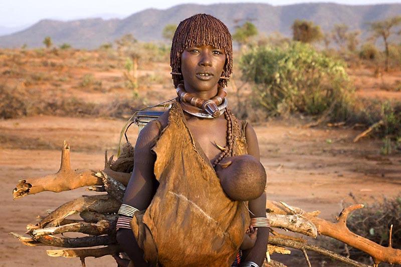 Etiopia sorprende en cada rincón que se visite, desde sus tribus del valle Omo hasta las iglesias excavadas en la piedra del norte de Etiopia.